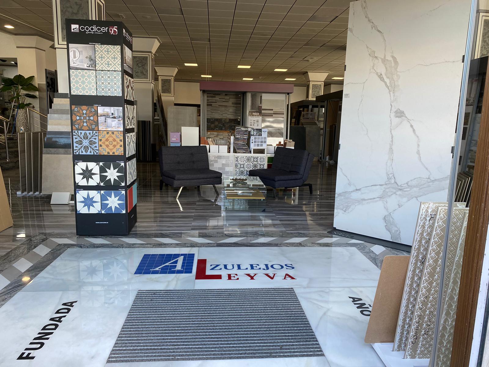 Exposicion y venta de azulejos
